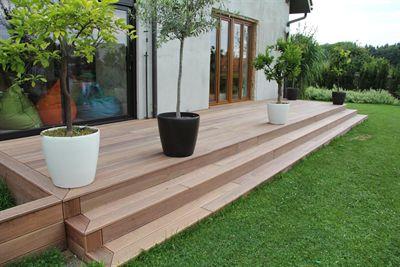 Venkovní dřevěná terasa